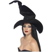 Sombrero de bruja alto y ondulante